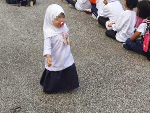 budak sekolah dengan puting