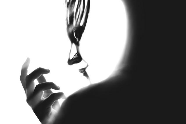 Черно-белые фотоманипуляции Сильвии Грэв