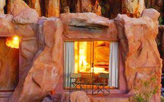 Απόκοσμο ξενοδοχείο μέσα στα βράχια!