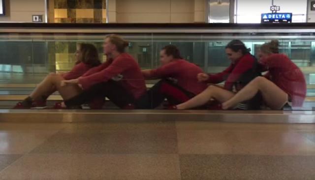 Wenn einem Schwimm-Team am Flughafen zu langweilig wird | UofL Swim and Dive Airport Shenanigans