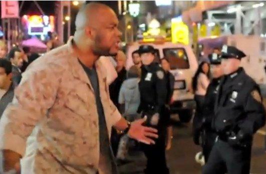 MANIFESTACIONES 15-O EEUU: Un Sargento Marine Avergüenza a la Policía que Reprime a la Población