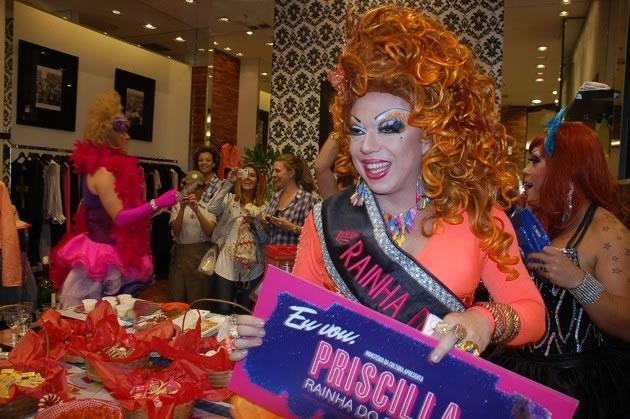 Tchaka em divulgação do musical 'Priscila, a Rainha do Deserto' (Foto: Neto Lucon)