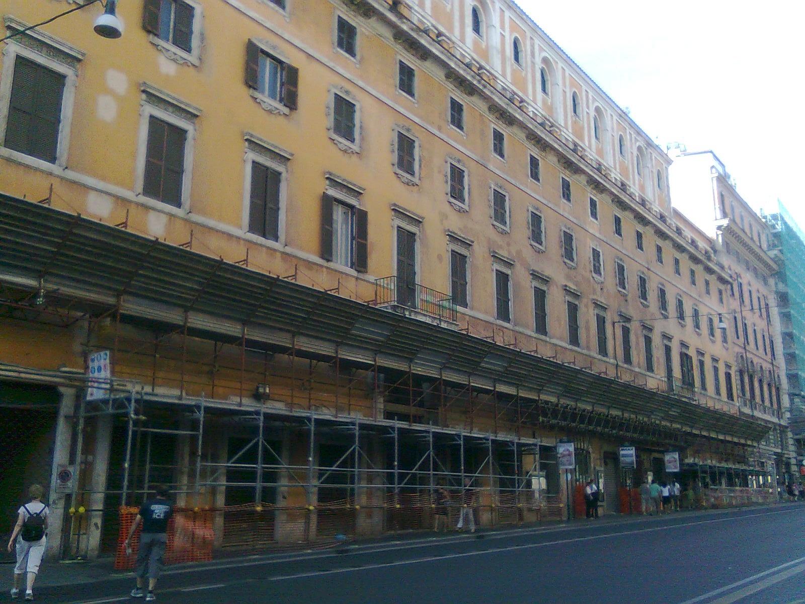 Roma shop more iniziano i lavori della nuova rinascente for Rinascente via del tritone ristorante