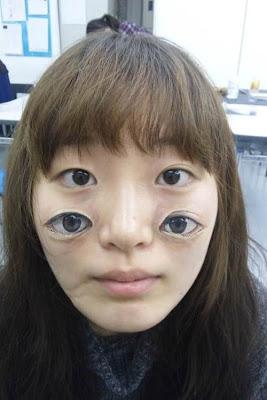 chica con ojos pintados en la cara