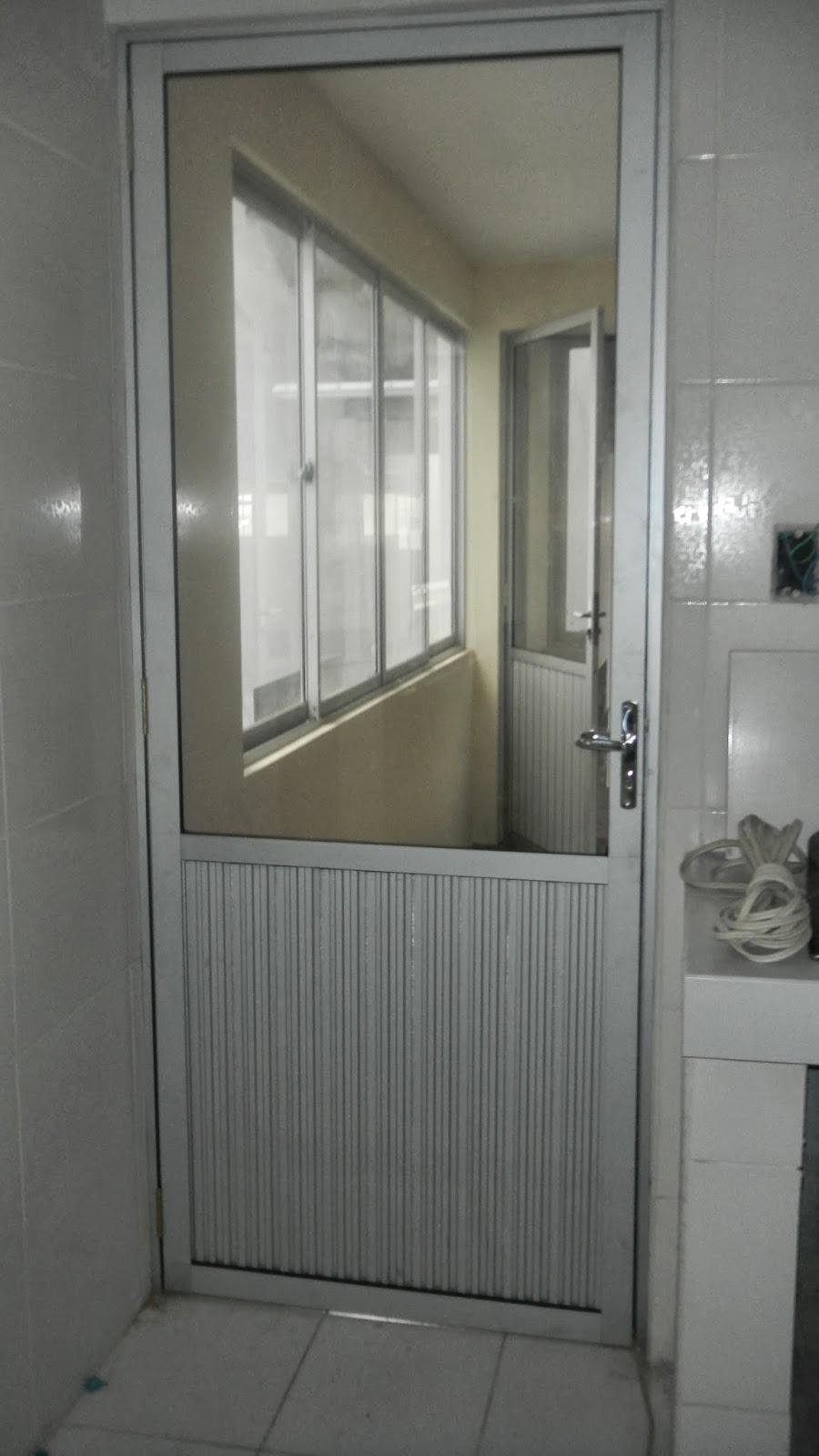 puerta de aluminio vidrio incoloro