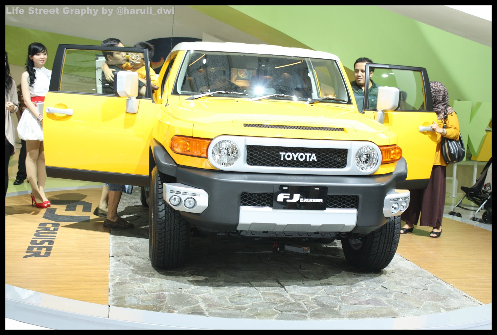 iims 2012 toyota section life street graphy