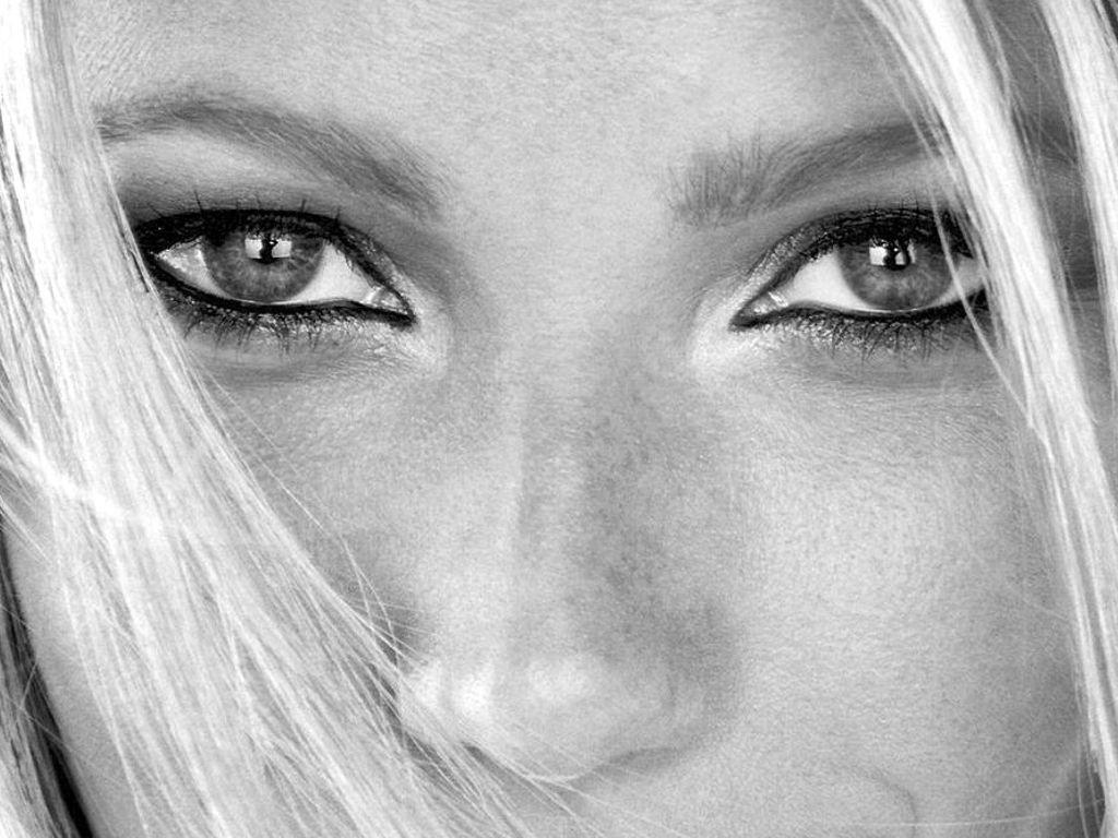 http://1.bp.blogspot.com/-DT5FP6cHM6A/Tir6gKAw0gI/AAAAAAAACtM/cStJv6DXV98/s1600/Gwyneth_Paltrow_wallpapers_eyes_beautyful.jpg