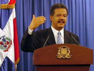 Leonel Fernández anuncia reajuste salarial de un 15 por ciento a los maestros y otras reivindicaciones para el magisterio nacional