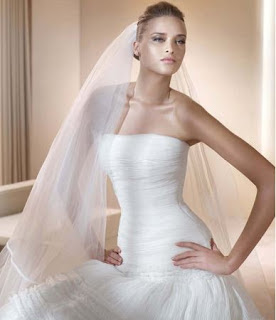 Dresses With Delicate Ornaments I Love That Shaped Neckline Heart For A Wedding Dress Is Very Wise Choice Let These Proposals Pronovias