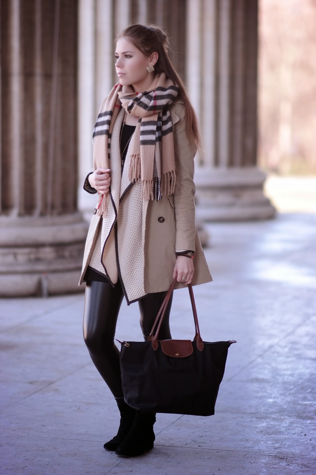 Outfit: combining beige and leather