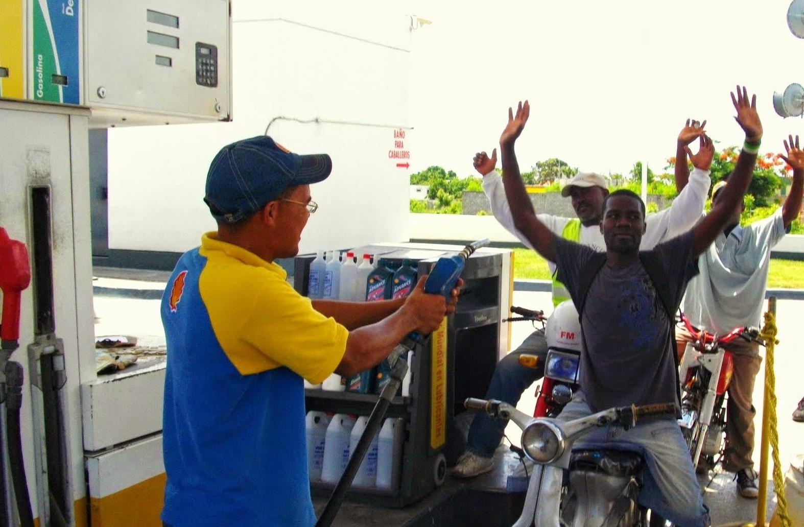 Los precios de la gasolina de la gasolinera en moskve