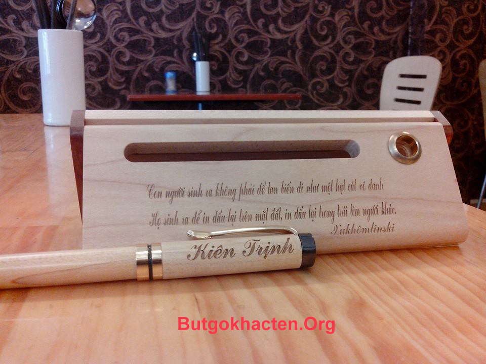 Những chiếc Bút gỗ khắc chữ đẹp, lời chúc hay