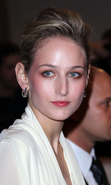Leelee Sobieski in a custom-made Vionnet ivory silk crepe de chine dress at the 2011 MET Gala.