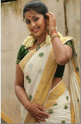 Hot Malayalam actress Navya Nair images