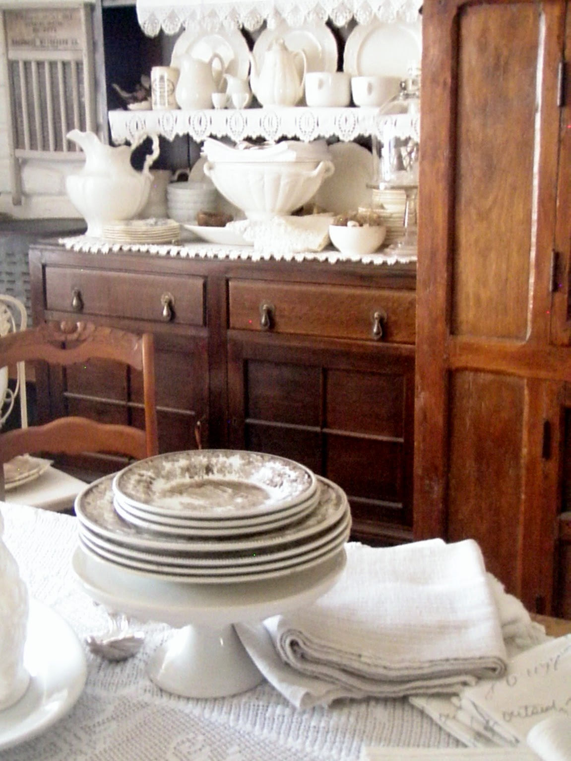 Cabin \u0026 Cottage  Setting A Cozy French Country Table . & Cabin \u0026 Cottage : Setting A Cozy French Country Table