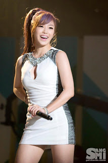 Jun Hyo Sung Korean Sexy Singer Sexy White Dress Performance Photo 1