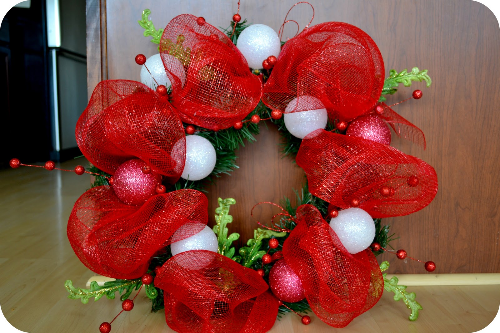 the sparacino chronicles christmas deco mesh wreath tutorial - How To Make A Christmas Wreath With Mesh