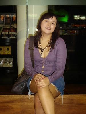 Foto Tante Anisa Mencoba Bugil di Kamar