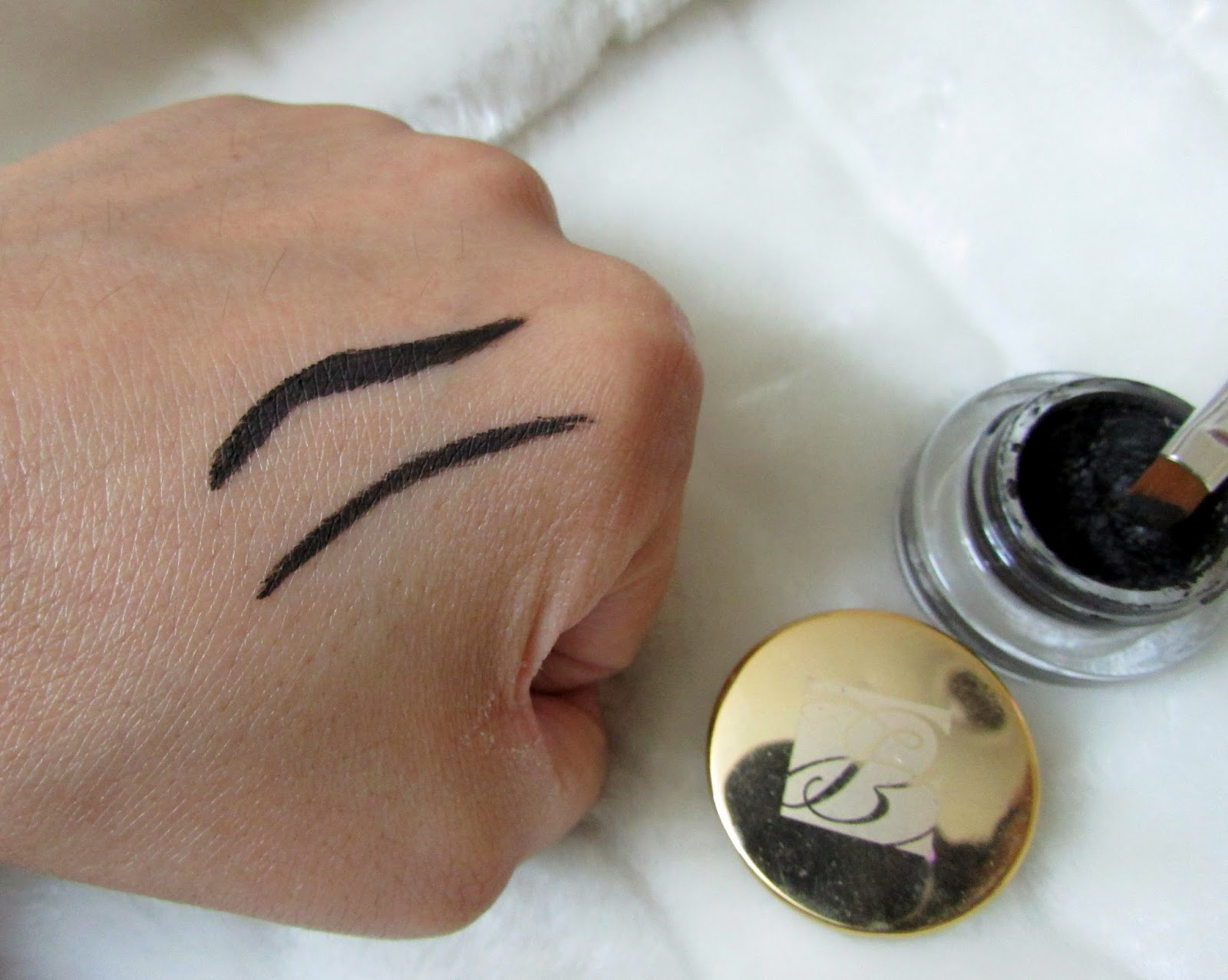 eyes, makeup , eyeliner, Estee Lauder gel liner , Estee lauder gel liner price , Estee lauder gel liner Review, liner india, gel liner india , estee lauder , estee lauder india , estee lauder price india , no smudge , best eye liner , estee lauder product review , estee lauder gel liner review , estee lauder gel liner price , estee lauder gel liner price india , estee lauder gel liner review india ,