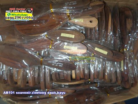 souvenir centong daun kayu unik
