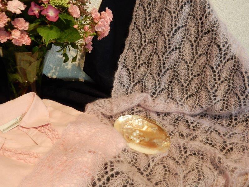 Roze bruidssjaal, kunt u in opdracht laten maken.