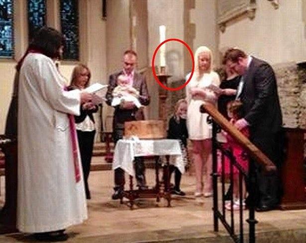 diaforetiko.gr : 90 ΑΠΙΣΤΕΥΤΟ: Το φάντασμα του παππού εμφανίστηκε στα βαφτίσια της εγγονής του!!! (φωτο)