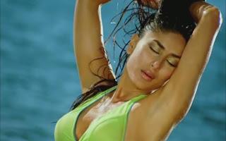 Kareena Kapoor Hot & Sexy Green Tiny bikini Pics