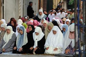 7 أجنبيات بينهن أمريكية ملحدة يعتنقن الإسلام بالسعودية