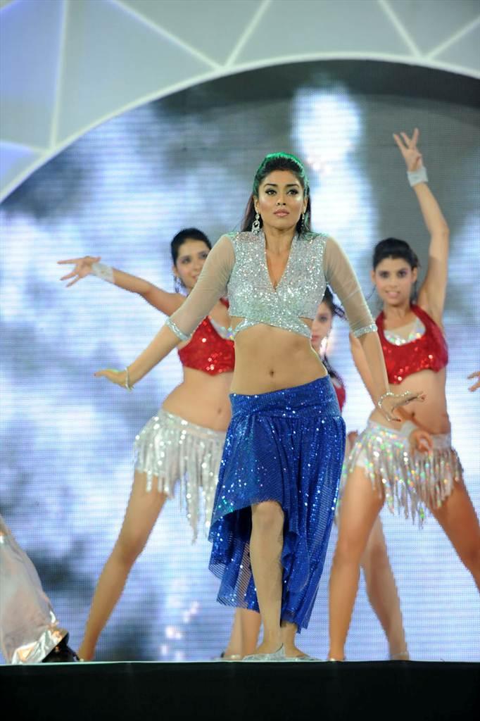 http://1.bp.blogspot.com/-DVpZyEZCuUs/Tf__jqxhfyI/AAAAAAAAIWw/OkyMKREaTm0/s1600/shriy-dancing-at-ccl-trophy-launch-19-0018indian%2Bmasala_01indianmasala.blogspot.com.jpg
