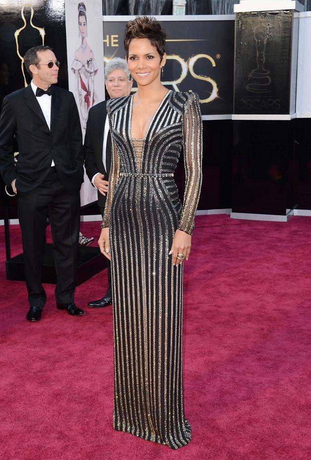 Halle Berry - Celebrity Fashion at the 2013 Oscars