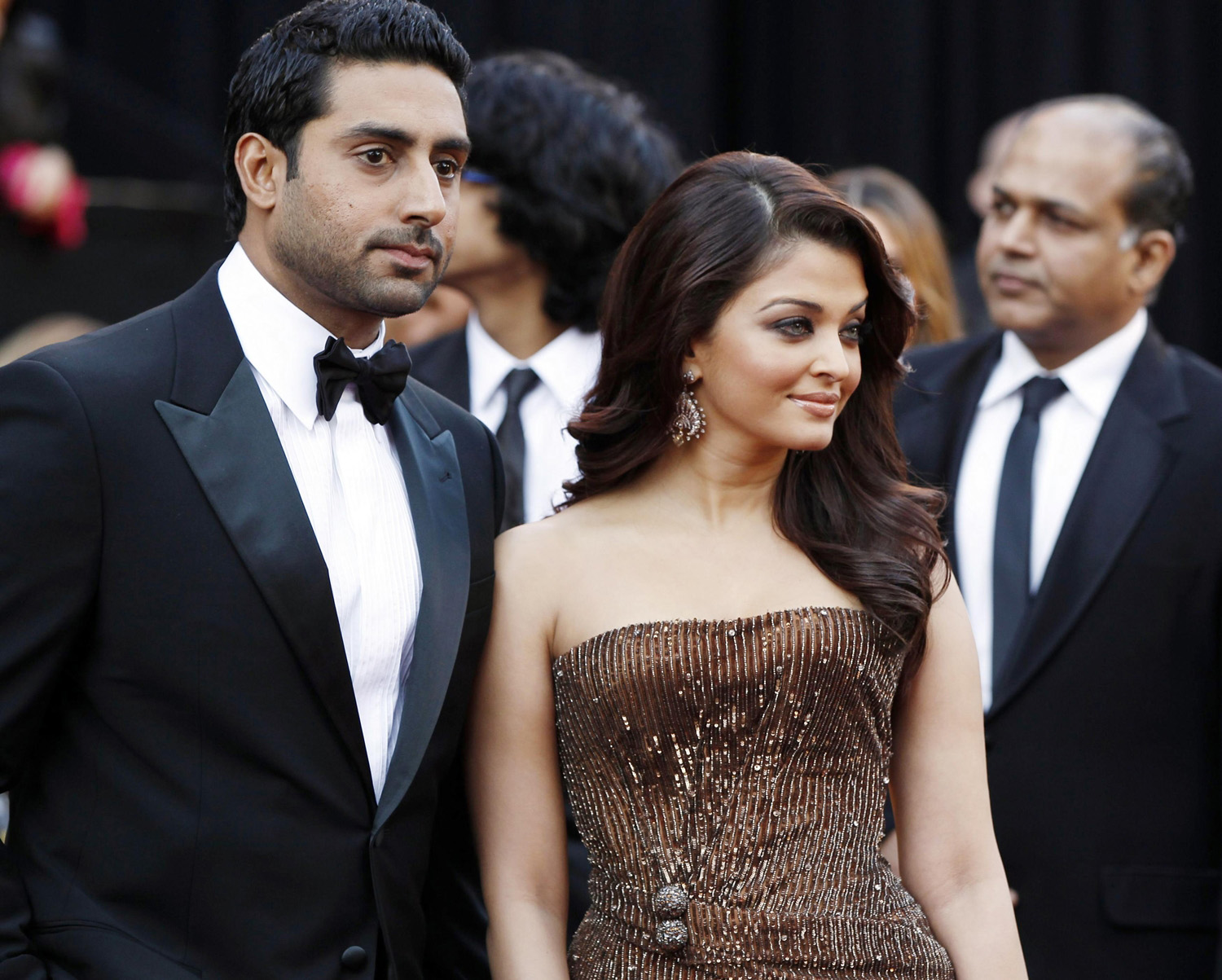 http://1.bp.blogspot.com/-DW8h9W5Xats/TbEOavU_u9I/AAAAAAAADTQ/kA6p4lGcRj0/s1600/Aishwarya-Rai-Abhishek-Bachchan-Together-Famous-Hot-Bollywood-Couple-Wallpapers-Pics-Photos-Scenes-Images-2011.jpg
