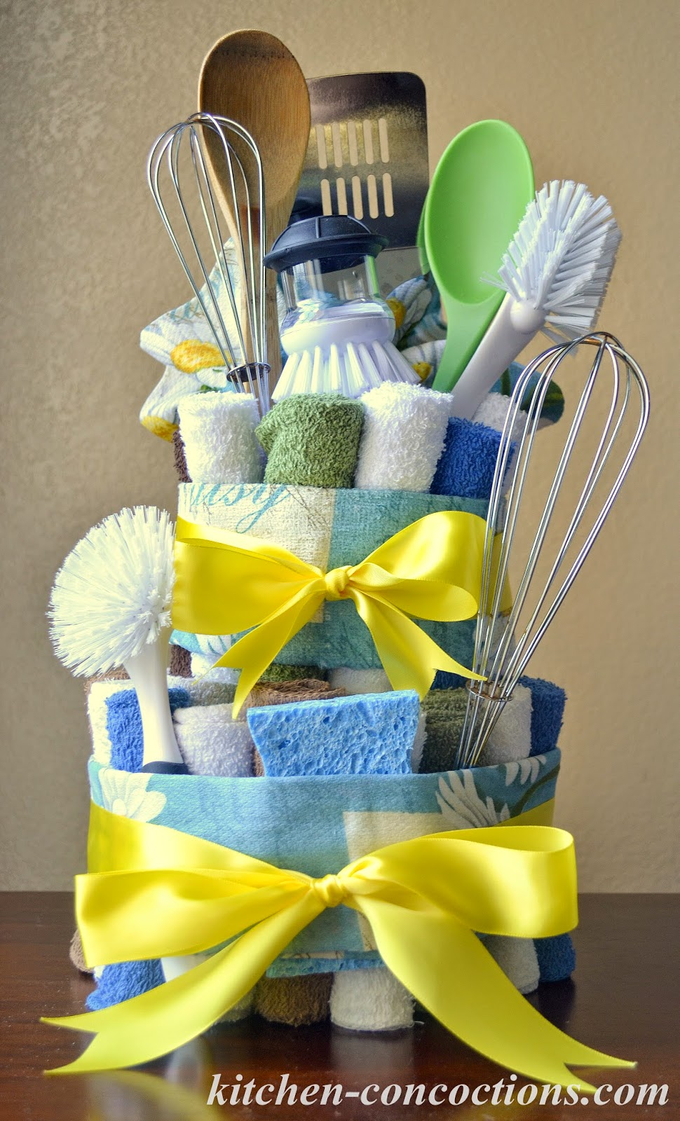 Creative soap ideas dish towel cake step by step for Einweihungsgeschenk ideen