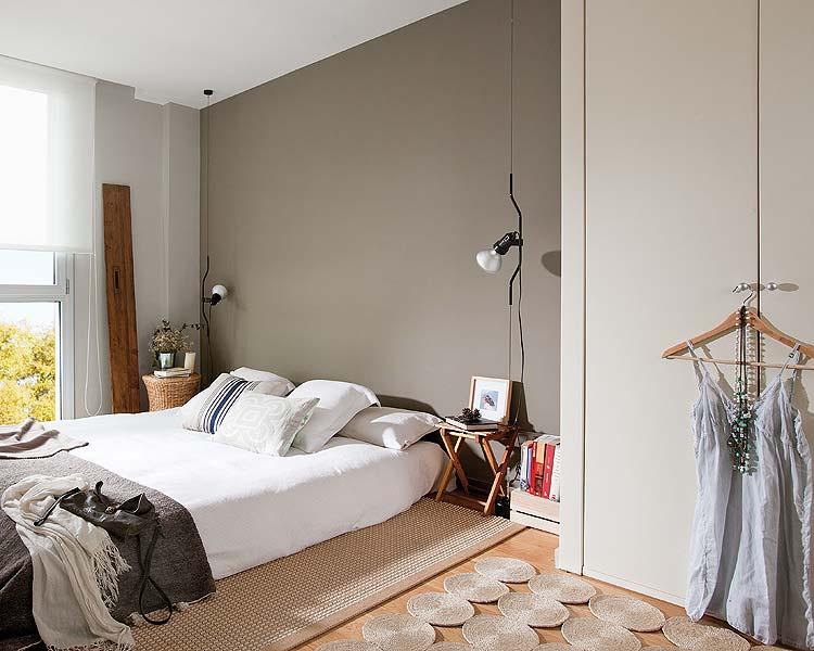 Dormitorio sin cabecero en tonos neutros