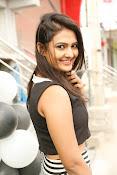 Neha Deshpande Glamorous look-thumbnail-10