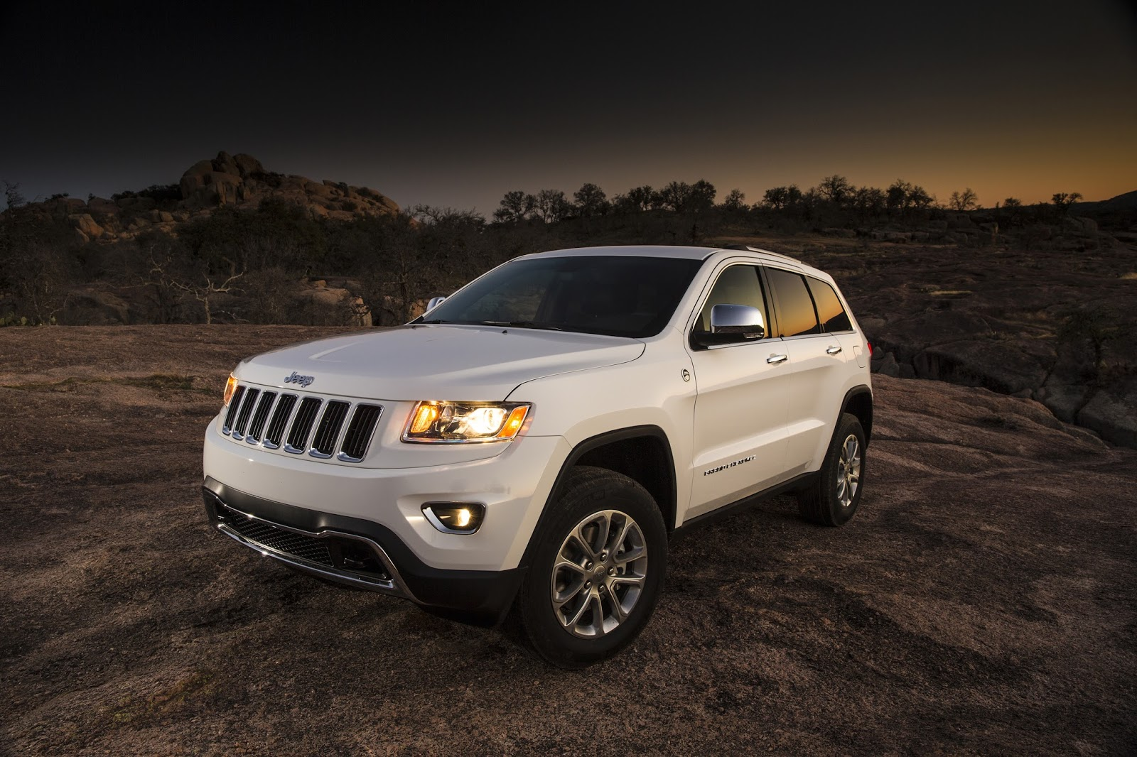 new car review 2014 jeep grand cherokee laredo 4x2. Cars Review. Best American Auto & Cars Review