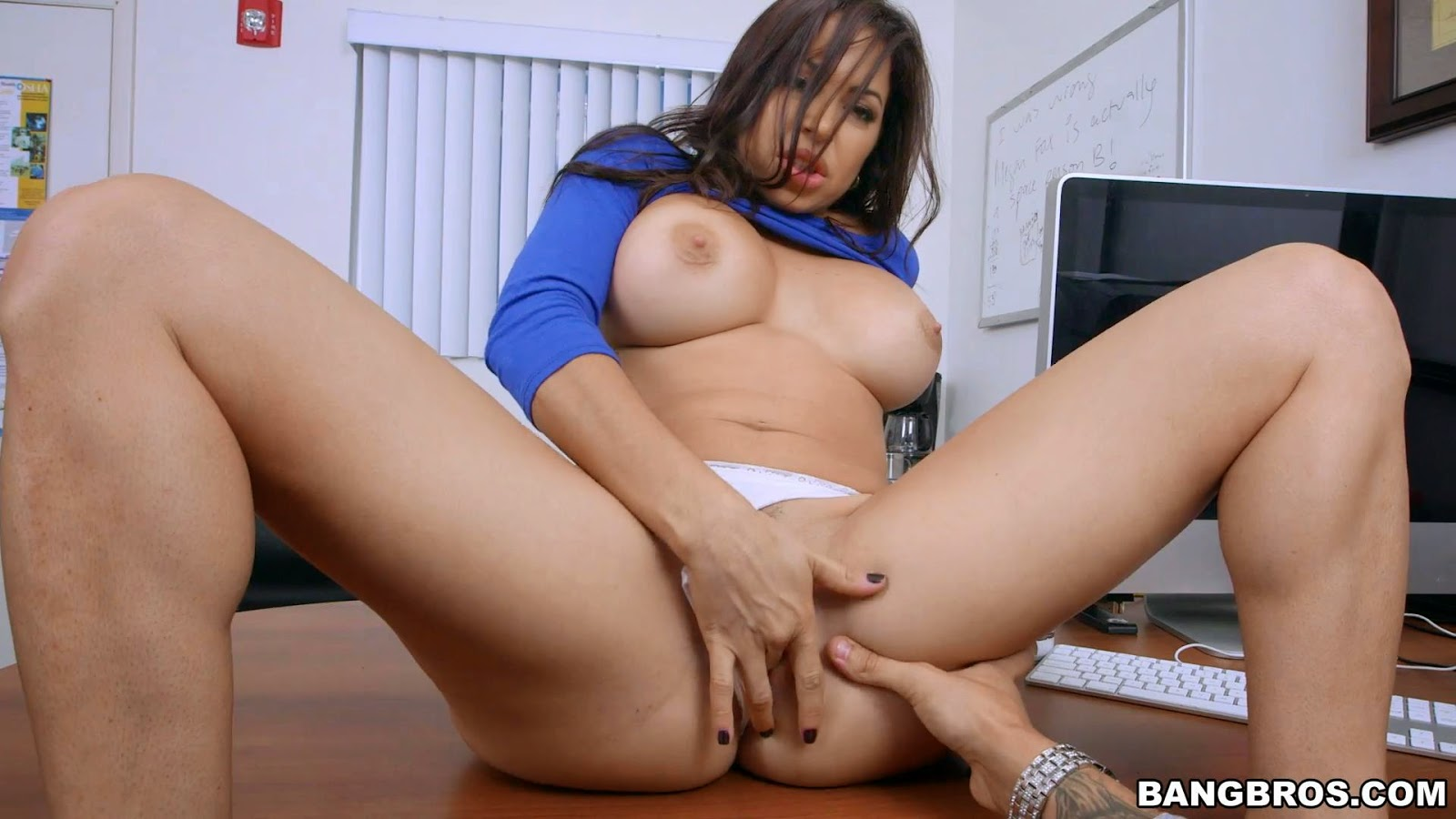 Ho in Headlights Latina Milf Juliana Vega assoholics