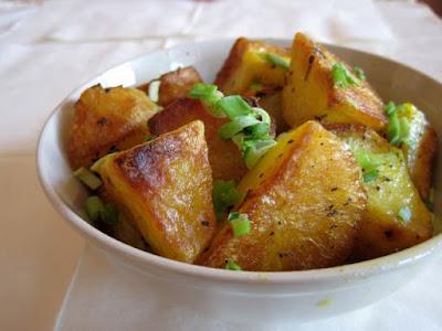 Złote pikantne ziemniaczki