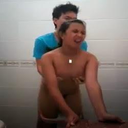 Novinha Liberando o Cu Pela Primeira Vez e Gritando de Dor - http://www.videosdeflagrasamadores.com