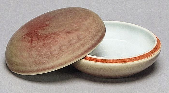 "<img src=""Widener Collection paste Box. jpg"" alt=""Kangxi period with Peach-bloom glaze"">"