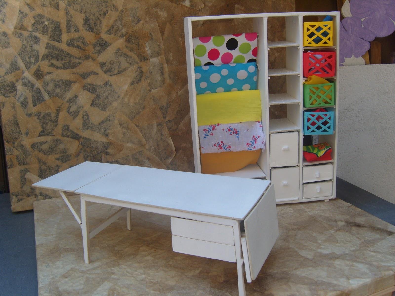 Lion studio art 39 s mockup de mesa funcional e estante p - Mesas para costura ...
