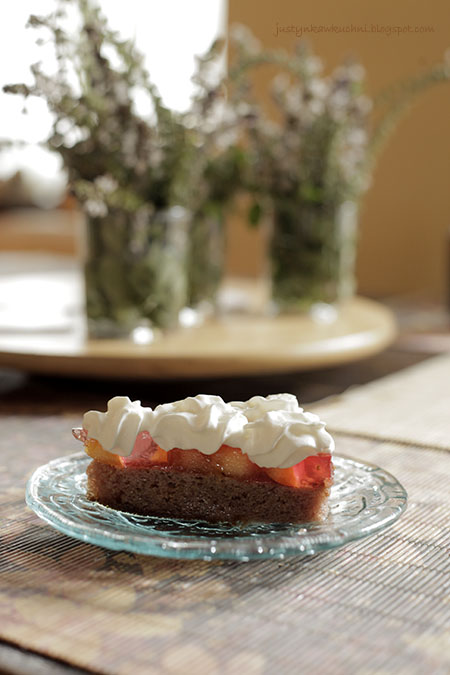 Ciasta i torty, brzoskwinie, Na domowo, Alina Trybus, Tymin, biszkopt, galaretka owocowa, bita śmietana