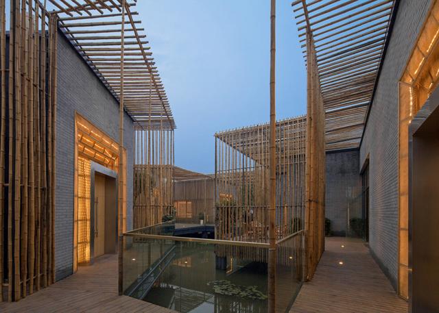 Casa de chás tem corredores de bambu