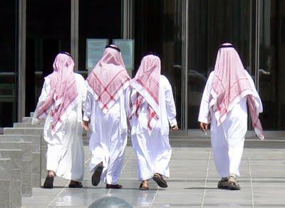 Les laurent d 39 arabie la tenue saoudienne messieurs for Portent french translation