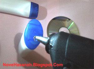 cara membuat kerajinan tangan sederhana dari CD bekas dan botol plastik bekas 3