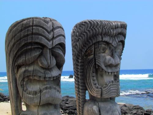 Los tiki o ki 39 i estatuas de dioses hawaianos de paso por for Tiki hawaiano