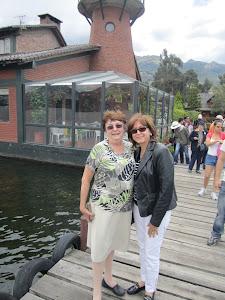 Amaya y Gloria en el lago