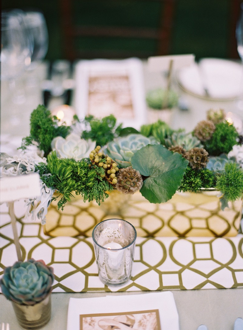 10 stunning tablescapes in green and gold party ideas for Modern table centerpieces