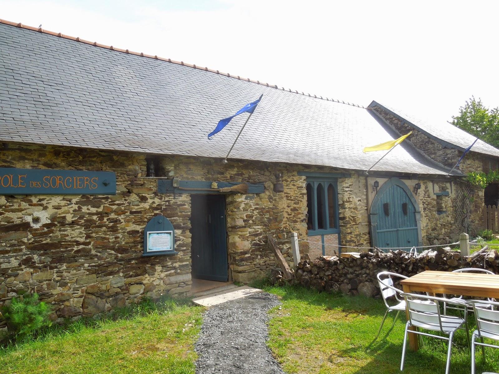 les cp au manoir de merlin le site de l 39 cole maternelle et primaire saint michel la chapelle. Black Bedroom Furniture Sets. Home Design Ideas