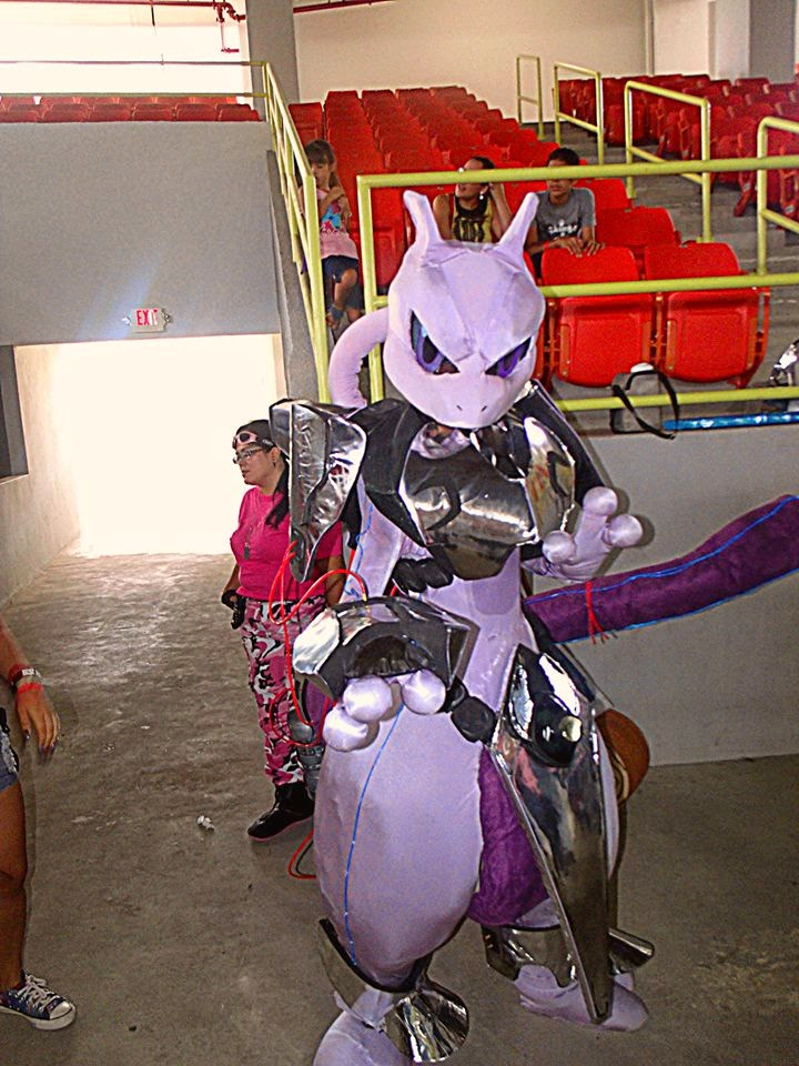 Cosplay Mewtwo