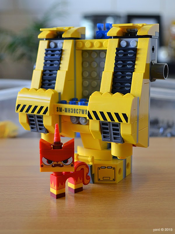 emmet's construct-o-mech - coming together with angry kitty